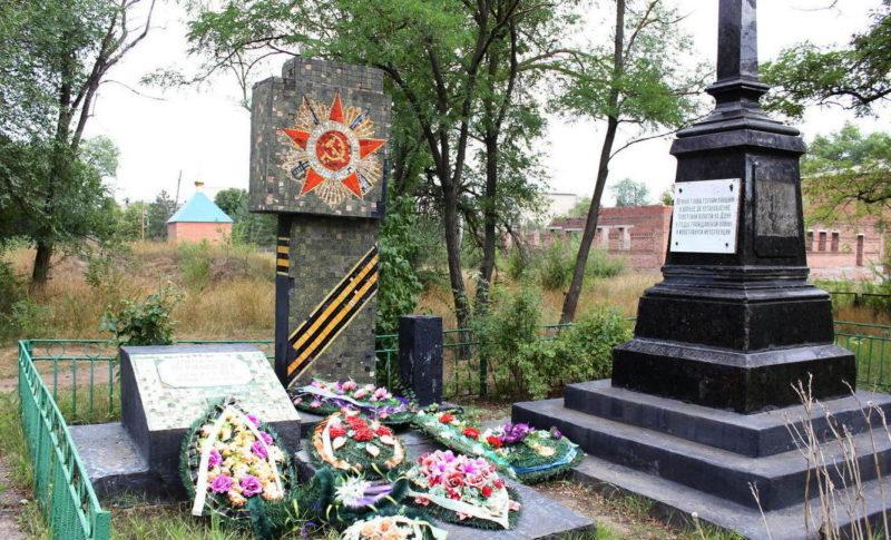 ст-ца Мечётинская Зерноградского р-на. Могила генерала Черняева В.П.