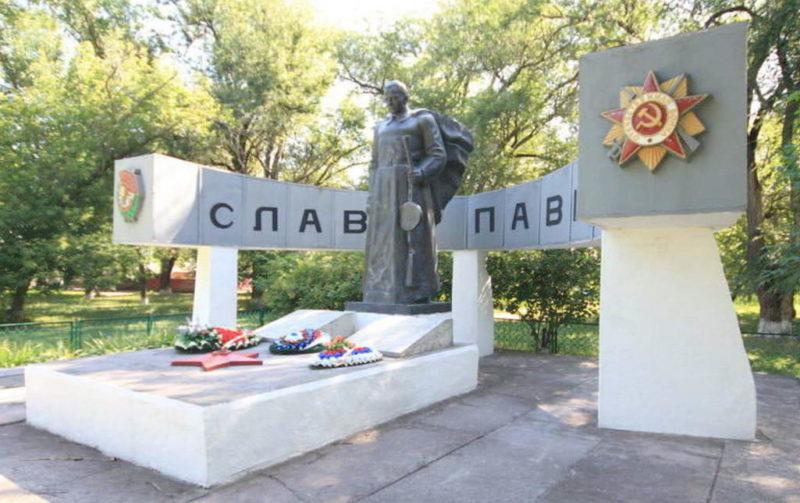 п. Сорговый Зерноградского р-на. Мемориал воинам-землякам, павшим в годы войны.