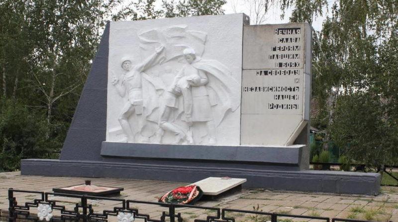 п. Экспериментальный Зерноградского р-на. Братская могила, в которой похоронено воины 248 стрелковой дивизии, 52 и 79 стрелковых бригад.