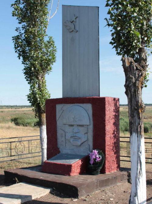 х. Бабовня Тацинского р-на. Братская могила погибших при освобождении хутора в январе 1943 года.