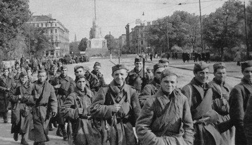 Красная армия входит в Латвию.