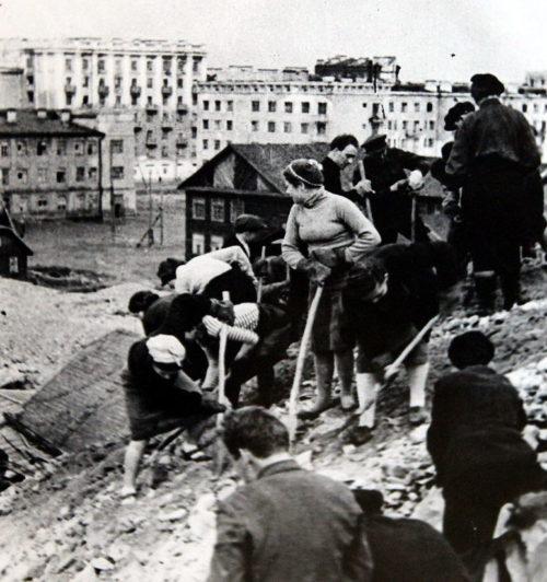 Строительство оборонительных сооружений на окраине Мурманска. 1941 г.