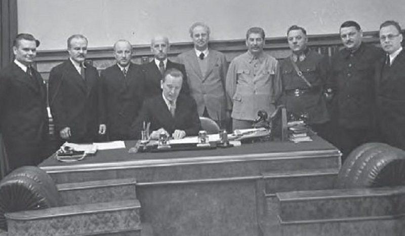 Подписание советско-литовского пакта взаимной помощи. Москва, Кремль. 10.октября 1939 г.