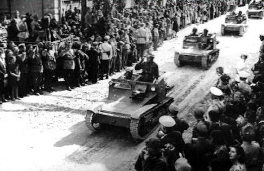 Болгарские танкетки входят в Южную Добруджу. Сентябрь 1940 г.