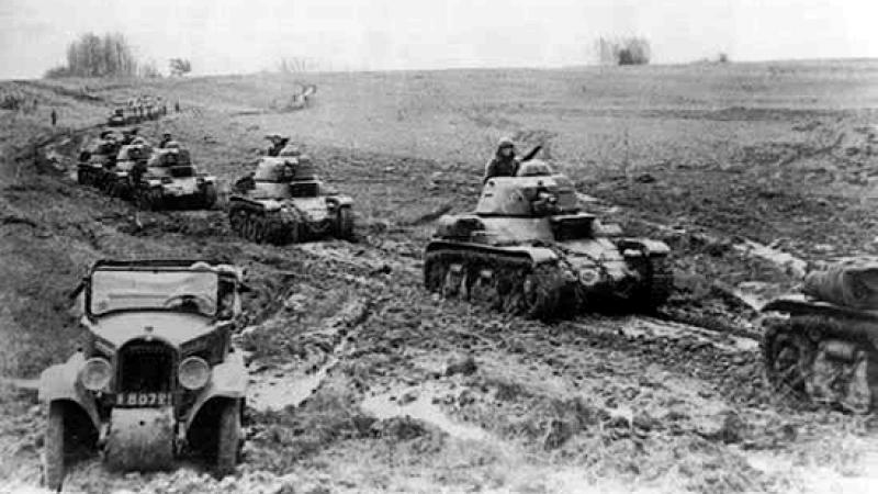 Французская бронетехника в наступлении.