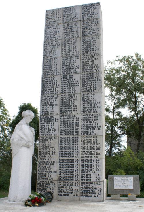 с. Ново-Бессергеновка Неклиновского р-на. Памятник 250 землякам, погибшим во время войны.