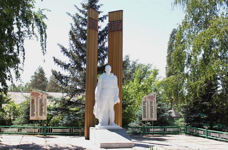 п. Быстрогорский Тацинского р-на. Мемориал памяти воинов-односельчан, погибших в годы войны.