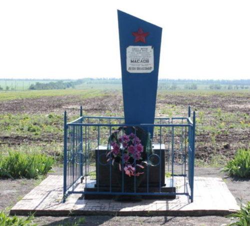 х. Верхнекольцов Тацинского р-на. Братская могила воинов.