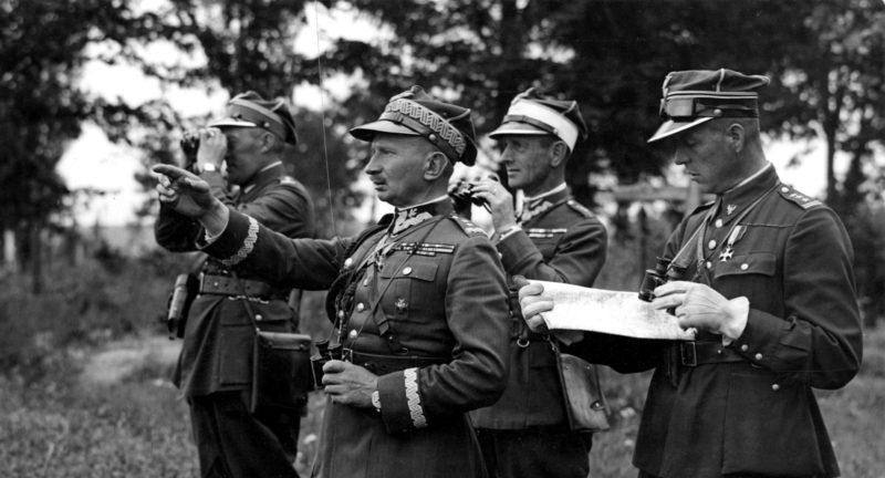 Генерал Руммель со своим штабом.