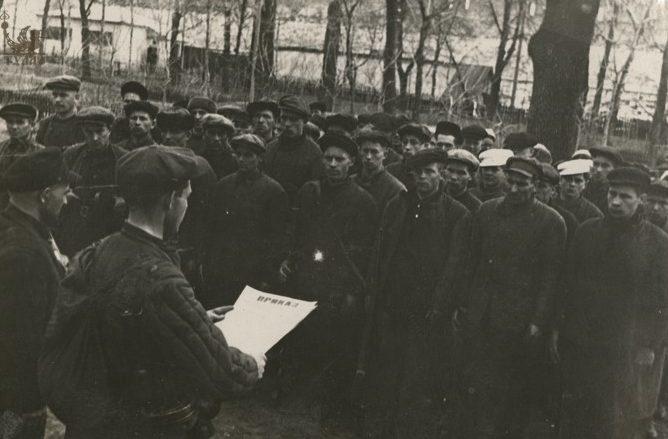 Партизанский отряд «Шторм», сформированный из туляков перед отправкой в тыл врага. Сентябрь 1941 г.