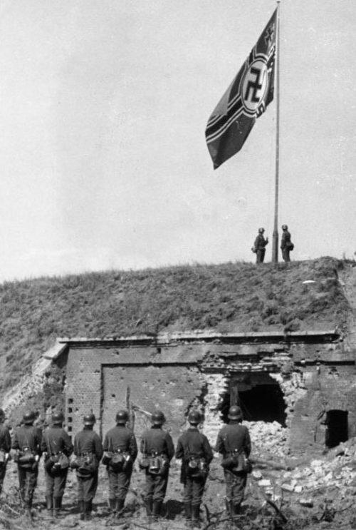 Немецкий флаг на Вестерплатте.