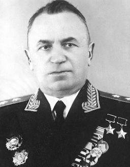 Дважды Герой Советского Союза генерал-лейтенант авиации Денисов. 1960 г.