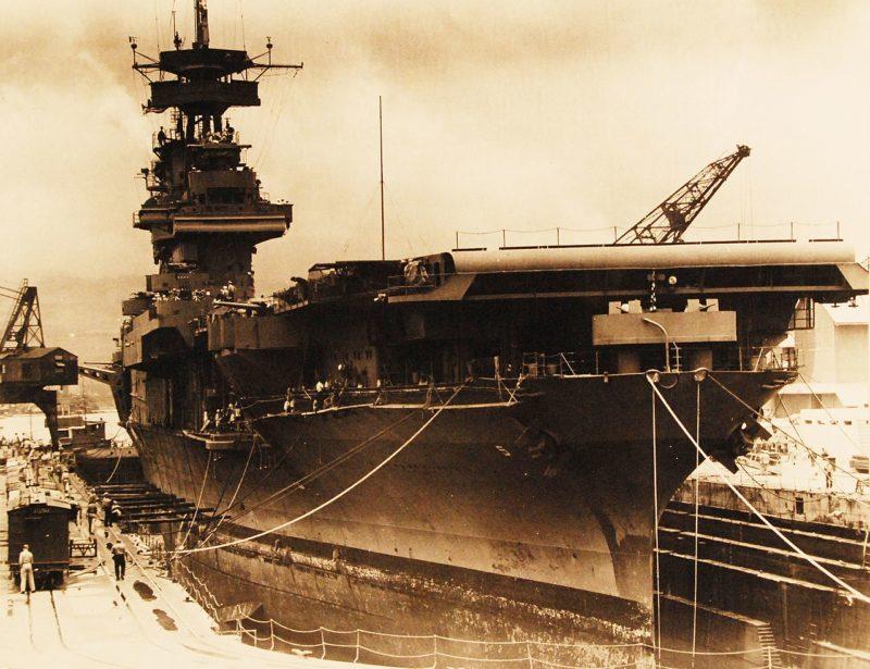 Ремонт «Йорктаун» в сухом доке Перл-Харбора, после сражения в Коралловом море. 29 мая 1942 г.