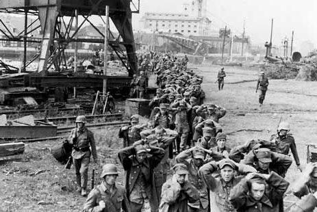 Польские солдаты, захваченные после капитуляции Вестерплатте.
