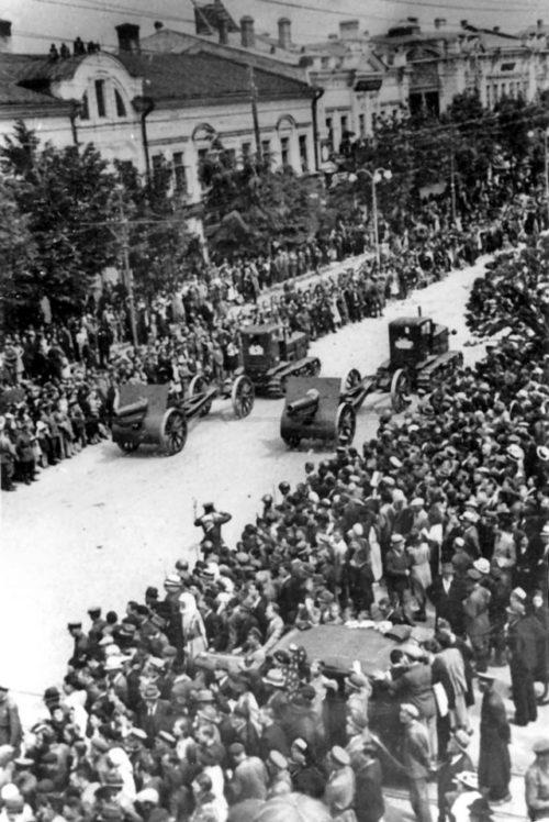Парад в Кишиневе. 3 июля 1940 года.