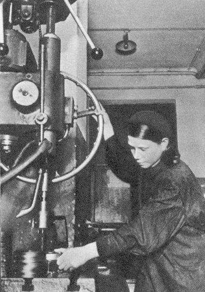 В цехах Тульского оружейного завода. Сентябрь 1941 г.