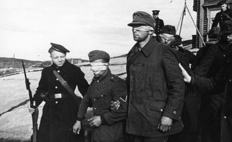 Пленные немецкие солдаты в Полярном. 1941 г.