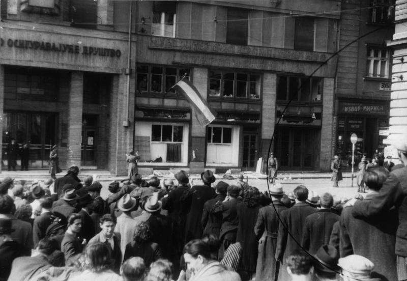 Протестующие в Белграде против присоединения Югославии к странам Оси. Март 1941 г.