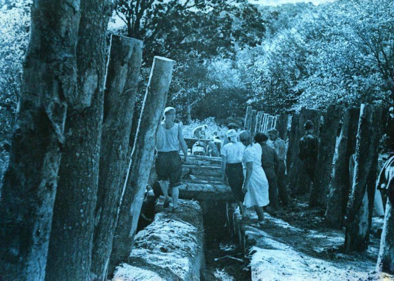 Жители города на оборонных работах. 1941 г.