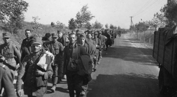 Колонна военнопленных поляков.