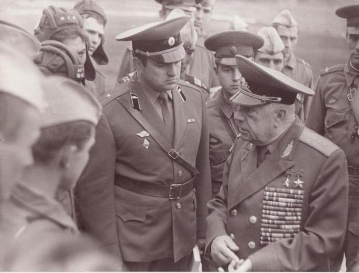 Драгунский – руководитель курсов «Выстрел». 1975 г.