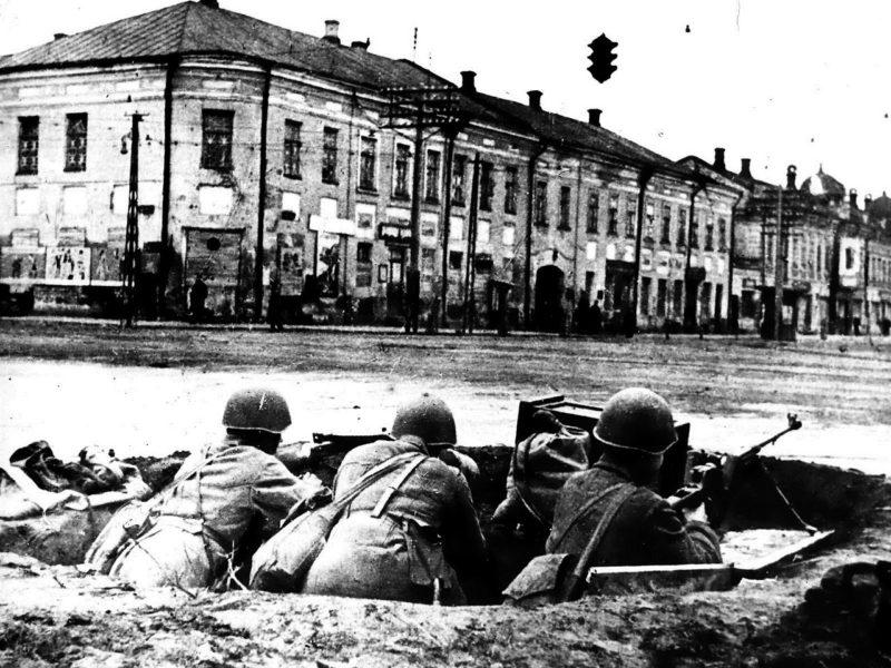 Тула, перекресток улиц Советской и Коммунаров (ныне проспект Ленина). Октябрь 1941 г.