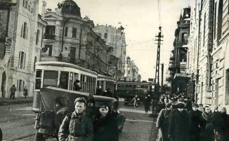 Улица города. 1941 г.