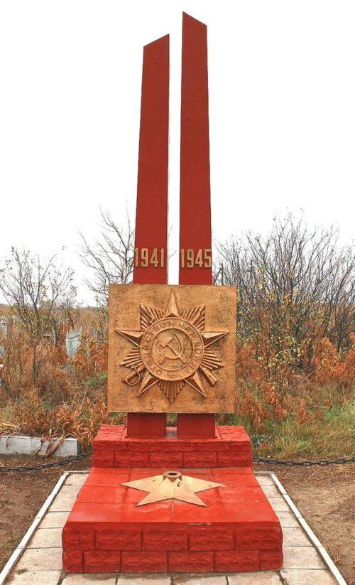 х. Веселый Мартыновского р-на. Братская могила воинов, павших в боях за хутор в июле 1942 года.