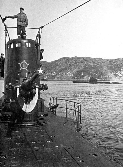 Подлодка С-56 уходит со стапелей Дальзавода. Октябрь 1941 г.