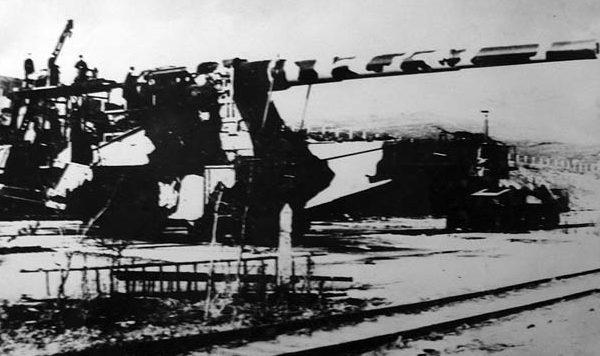 Железнодорожное орудие на позиции «Гнилой угол» (станция «Площадка»). 1941 г.