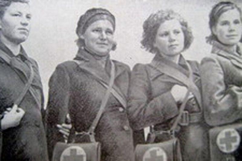 Мурманские сандружинницы. 1942 г.