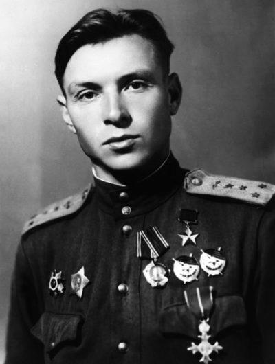 Герой Советского Союза капитан Евстигнеев. 1944 г.
