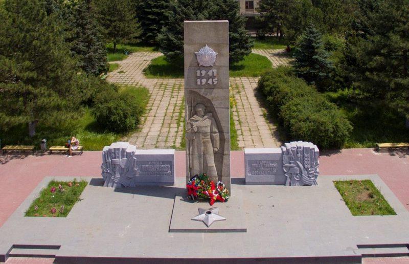 г. Новочеркасск. Мемориал участникам войны, сооруженный в микрорайоне Донской.