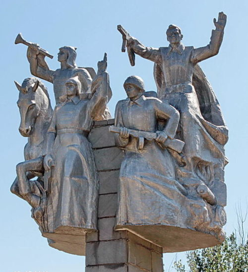 Скульптурная композиция на мемориале.