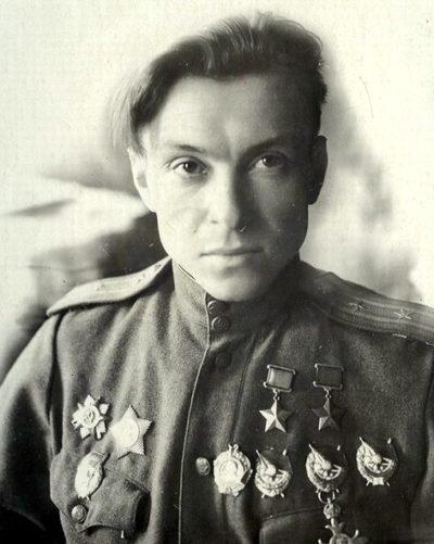 Дважды Герой Советского Союза майор Евстигнеев. 1945 г.