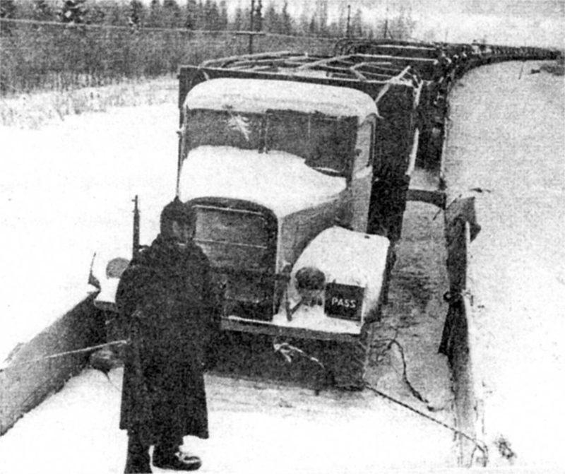 Перевозка из Мурманска на фронт ленд-лизовских грузовиков. 1941 г.