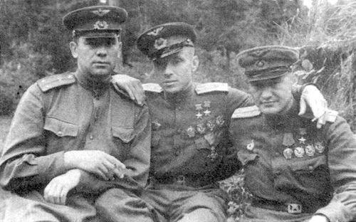 Евстигнеев с боевыми товарищами. 1945 г.