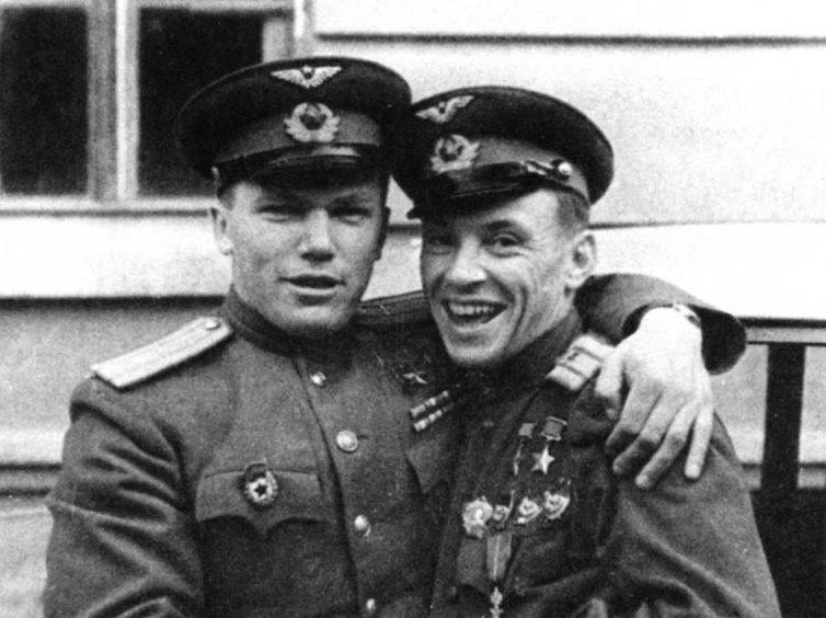 Кожедуб и Евстигнеев. 1945 г.