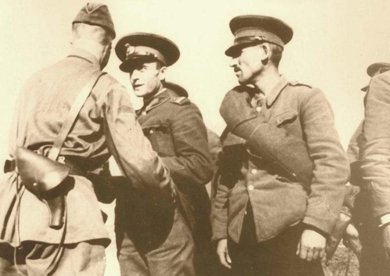 Румынские солдаты разоружаются. Июнь 1940 г.