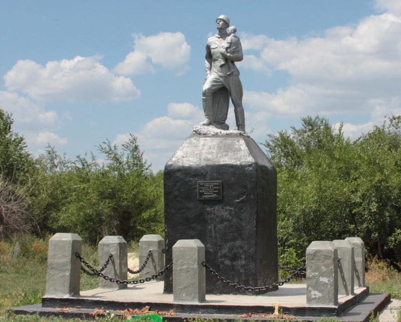 х. Крюков Тацинского р-на. Памятник павшим воинам.