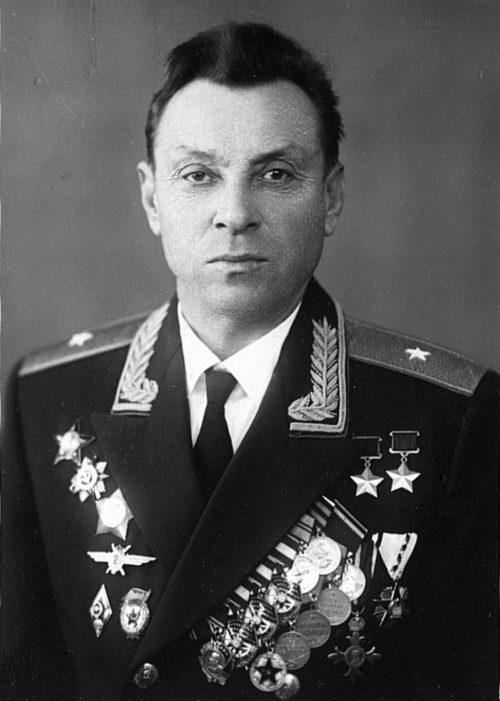 Дважды Герой Советского Союза генерал-майор Евстигнеев. 1955 г.