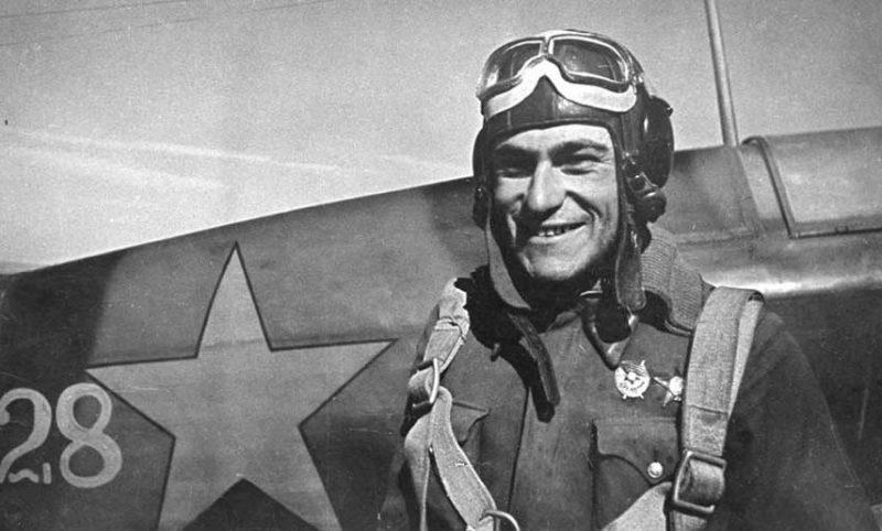 Лейтенант Амет-Хан Султан. 1943 г.
