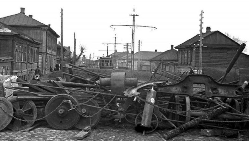 Баррикада на Красноармейской улице. Октябрь 1941 г.