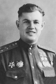 Дважды Герой Советского Союза капитан Ефимов. 1945 г.