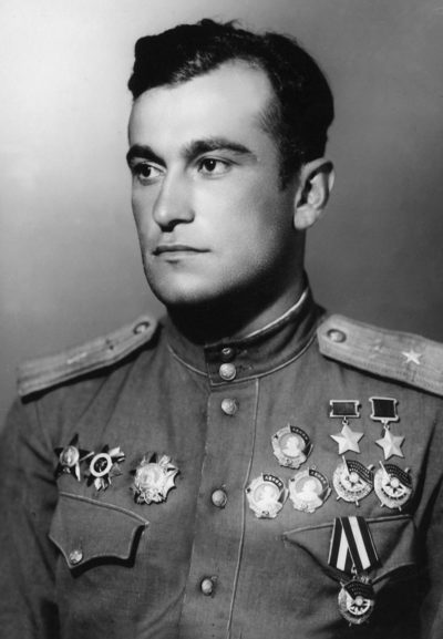Дважды Герой Советского Союза майор Амет-Хан Султан. 1945 г.