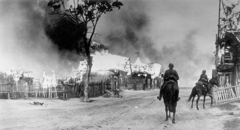 Немецкий разъезд в пригороде Смоленска. 16 июля 1941 г.