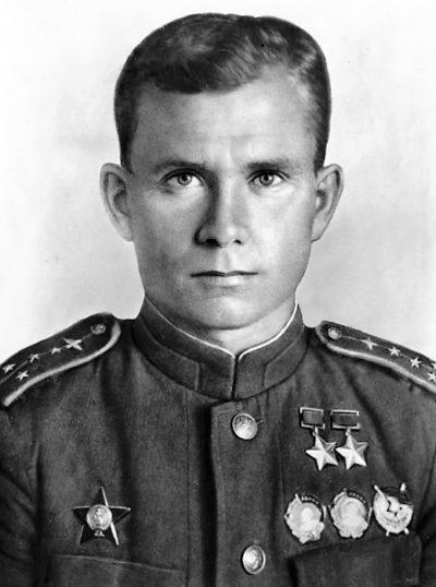 Дважды Герой Советского Союза капитан Ефремов. 1943 г.