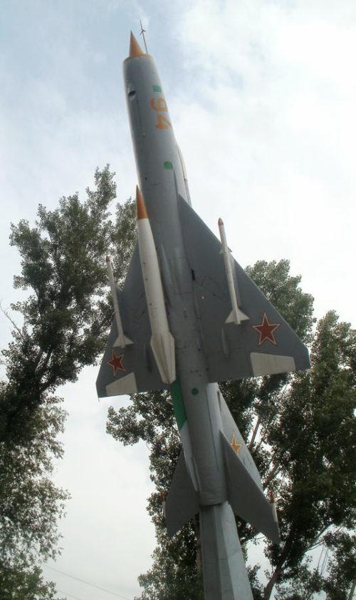 Памятник-самолет.