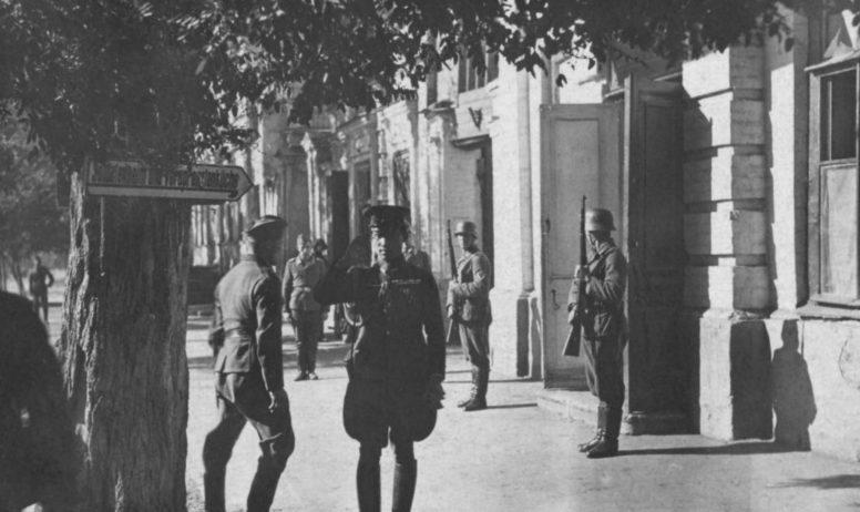 Японский генерал в Таганроге. 1942 г.