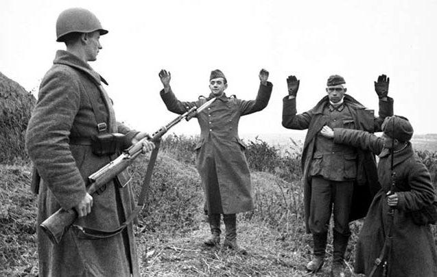 Немецкие военнопленные на подступах к Туле. Октябрь 1941 г.